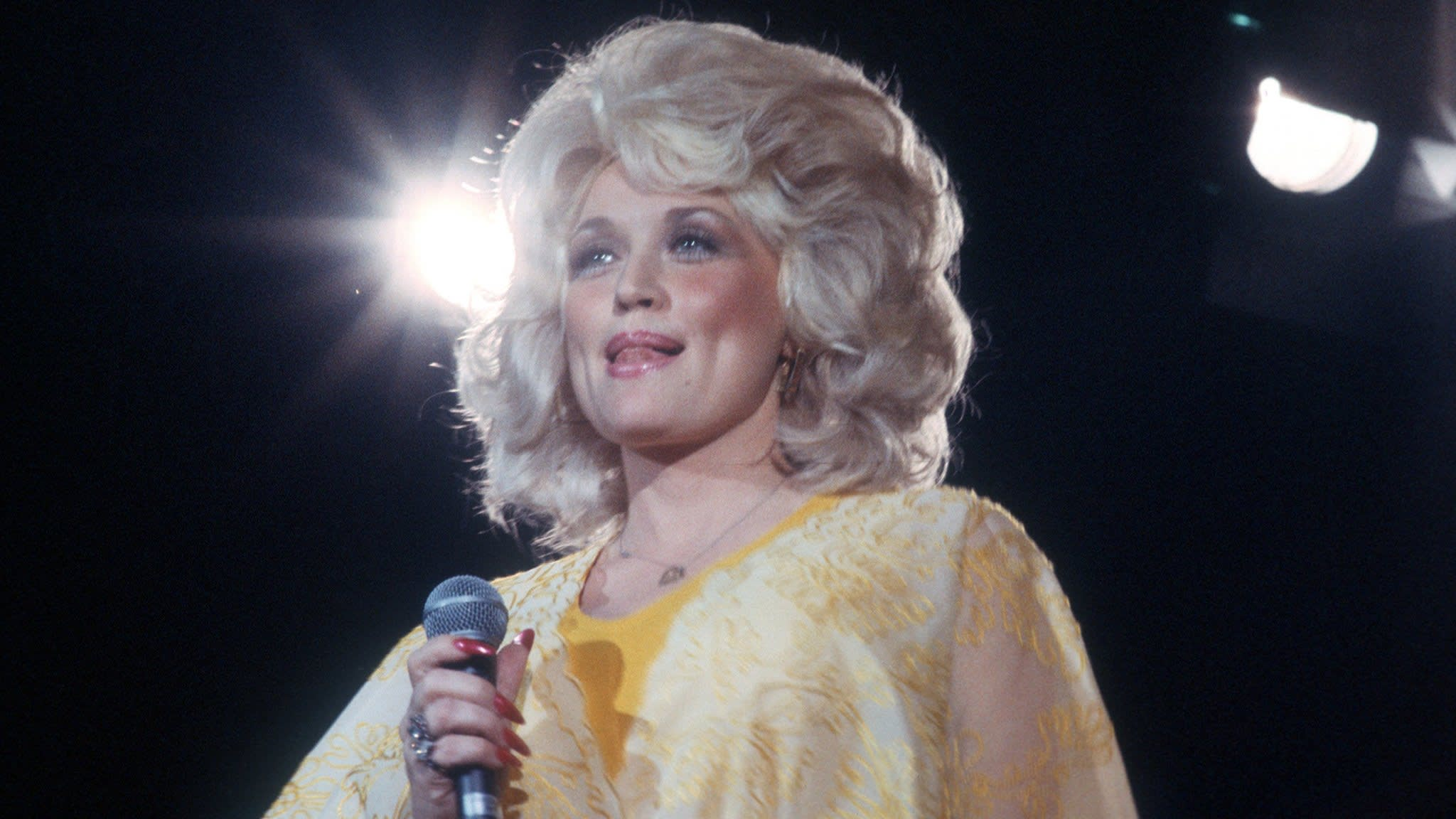 f2069613cc4fc Dolly Parton s Jolene — walks the line between dignity and ...