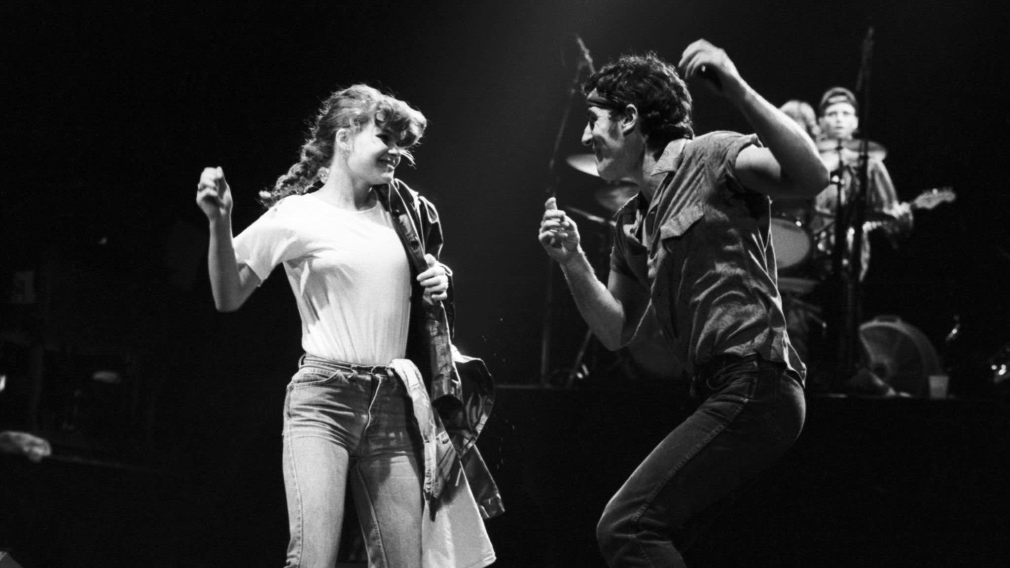 Dancing In The Dark Bruce Springsteen S Pop Hit Has A Sting In Its