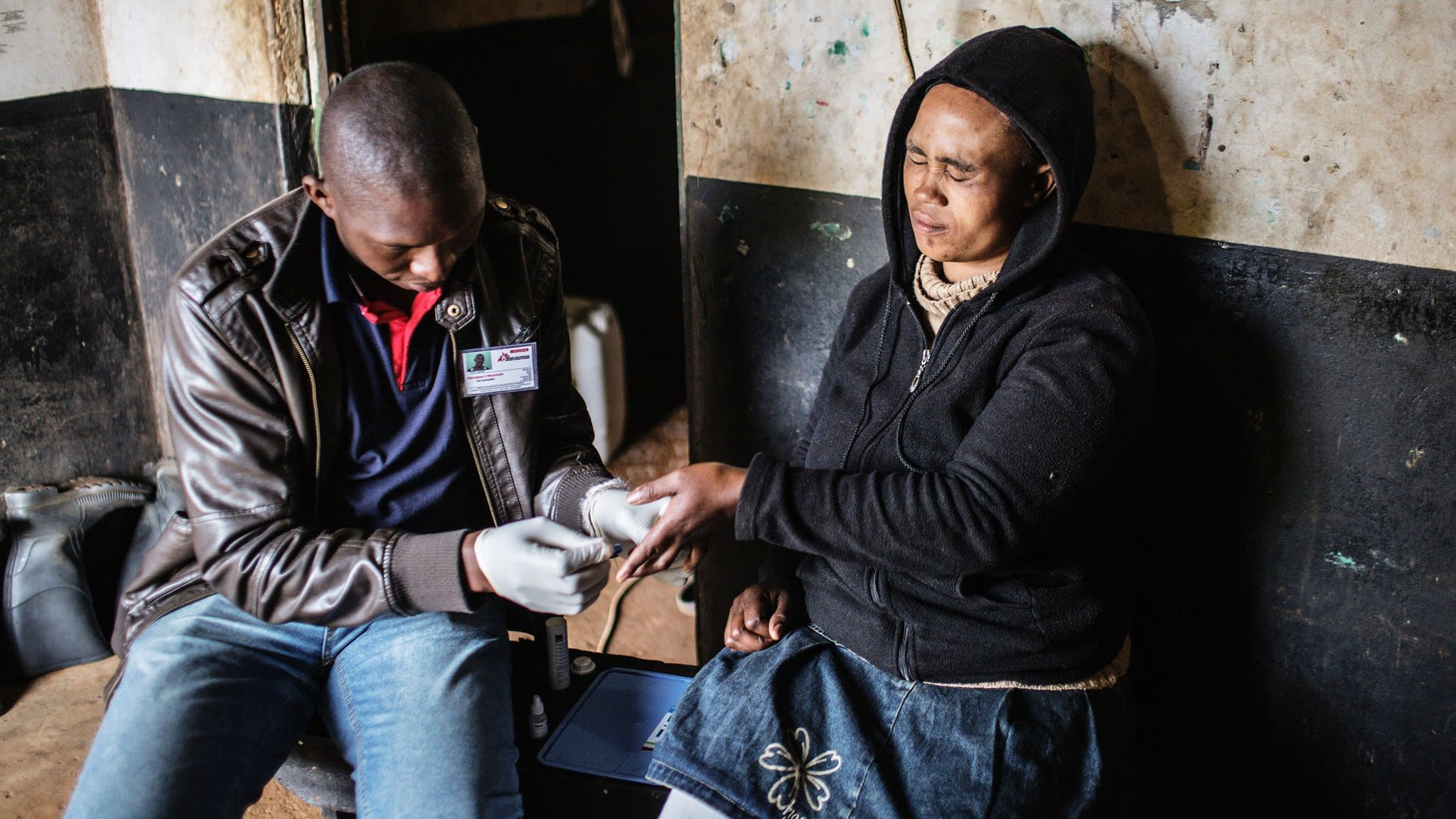 A Johannesburg resident is tested for HIV by an MSF health worker