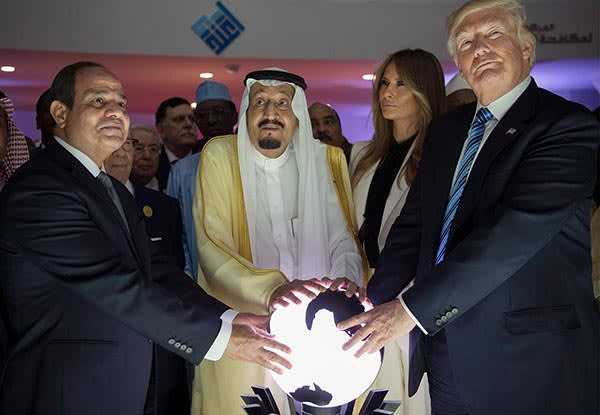 epa05980374 A handout photo made available by the Saudi Press Agency (SPA) shows US President Donald J. Trump (R), US First Lady Melania Trump (R-2), King Salman bin Abdulaziz al-Saud of Saudi Arabia (C) and Egyptian President Abdel Fattah al-Sisi (L) opening the World Center for Countering Extremist Thought in Riyadh, Saudi Arabia, 21 May 2017. President Trump is in Ridayah to attend the Gulf Cooperation Council summit (GCC). EPA/SAUDI PRESS AGENCY HANDOUT HANDOUT EDITORIAL USE ONLY/NO SALES