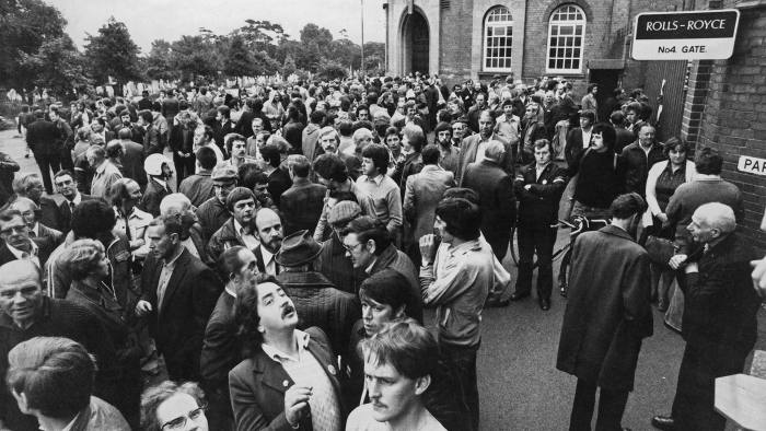 Workers locked out of the Parkside works of the Rolls-Royce Limited Aero Division in Coventry during an industrial dispute, 19th September 1979. (Photo by Aubrey Hart/Evening Standard/Hulton Archive/Getty Images)