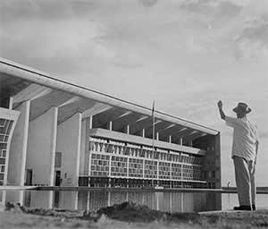 Le Corbusier at the High Court, 1955
