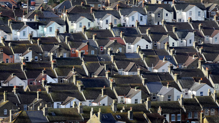 The average UK house price was £220,000 in December