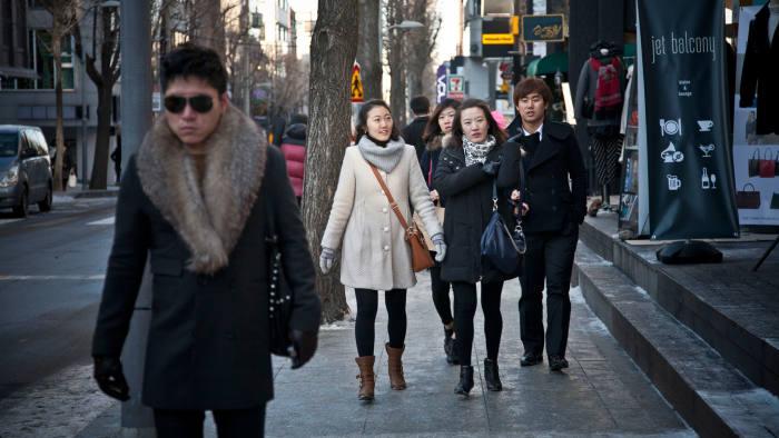 Street style in Gangnam, Seoul