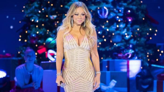 Mariah Carey Christmas.Mariah Carey S Christmas Show Is Like Something Out Of The