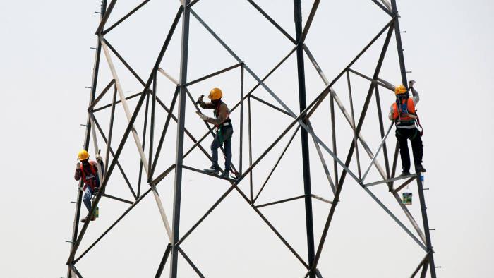Technicians remove old paint before applying new a new coat on a power transmission tower in Karachi, Pakistan April 4, 2017. REUTERS/A worker paints the facade of the Calderon theatre in Madrid, Spain April 4, 2017. REUTERS/Susana Vera TPX IMAGES OF THE DAY