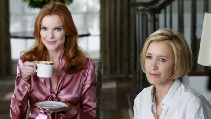 Left to Right Marcia Cross as Bree Van de Kamp and Felicity Huffman as Lynette Scavo in Desperate Housewives