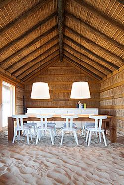 The sandy floor at Casas na Areia