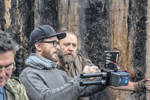 Darren Aronofsky and Russell Crowe on the set of 'Noah'