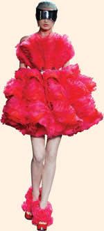 Pink dress seen on Elizabeth Banks as Effie Trinket in 'The Hunger Games: Catching Fire'