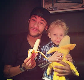 Neymar with his son eating a banana