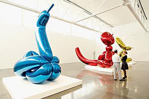 'Balloon Swan' (2004-11) by Jeff Koons