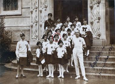 Carla Marangoni with her gymnastics team in 1928