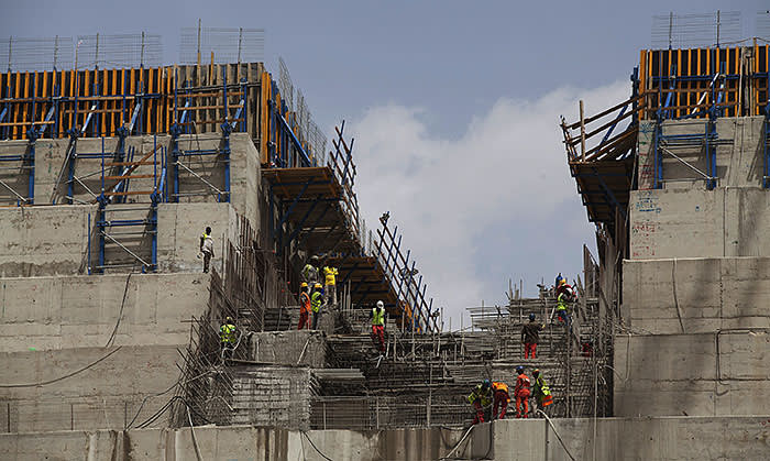 Ethiopian workers construct on March 31, 2015 the Grand Renaissance Dam near the Sudanese-Ethiopian border. Ethiopia began diverting the Blue Nile in May 2013 to build the 6,000 megawatt dam, which will be Africa's largest when completed in 2017. The leaders of Egypt and Ethiopia promised on March 24 to boost cooperation on the Nile river and turn a page on a long-running row over Addis Ababa's controversial dam project. Egypt, heavily reliant for millennia on the Nile for agriculture and drinking water, feared that the Grand Renaissance Dam would decrease its water supply. AFP PHOTO / ZACHARIAS ABUBEKER (Photo credit should read ZACHARIAS ABUBEKER/AFP/Getty Images)