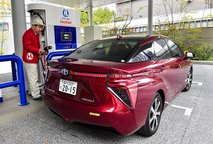 Japan is betting future cars will use hydrogen fuel cells