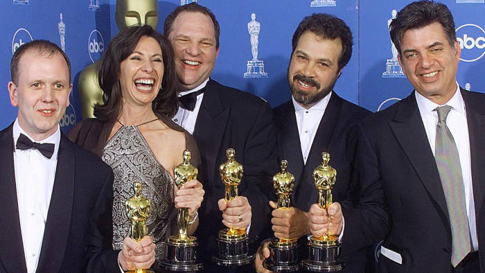 "LOS ANGELES, UNITED STATES: Winners of the Oscar for Best Picture, ""Shakespeare in Love"", pose for photographers 21 March 1999 at the Dorothy Chandler Pavilion in Los Angeles during the 71st Annual Academy Awards. From left are: David Parfitt, Dianna Gigliotti, Harvey Weinstein, Edward Zwick, and Marc Morman. (ELECTRONIC IMAGE) (Photo credit should read HECTOR MATA/AFP/Getty Images)"