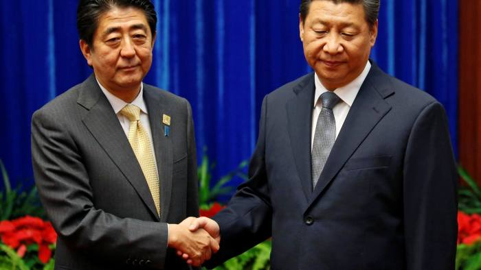 FILE PHOTO - China's President Xi Jinping (R) shakes hands with Japan's Prime Minister Shinzo Abe during their meeting at the Great Hall of the People, on the sidelines of the Asia Pacific Economic Cooperation (APEC) meetings, in Beijing November 10, 2014. REUTERS/Kim Kyung-Hoon/File Photo - S1AEUJLVHPAC