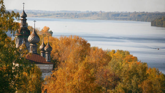 A view of Plyos, the Volga and the Church of the Resurrection (before its recent restoration)
