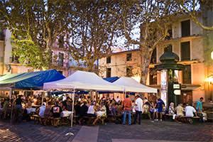 Street cafés on Place de la Mairie