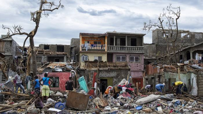 epa05575227 A handout picture provided on 07 October 2016 by MINUSTAH showing the destruction in the city of Jeremie (Haiti) on 06 October 2016, in the west of the country, that with Les Cayes, suffered the greatest destruction as a result of Category 4 hurricane Matthew. The death toll in Haiti due to Hurricane Matthew increases to 820, according to the Haitian government. EPA/Logan Abassi / MINUSTAH HANDOUT HANDOUT EDITORIAL USE ONLY/NO SALES