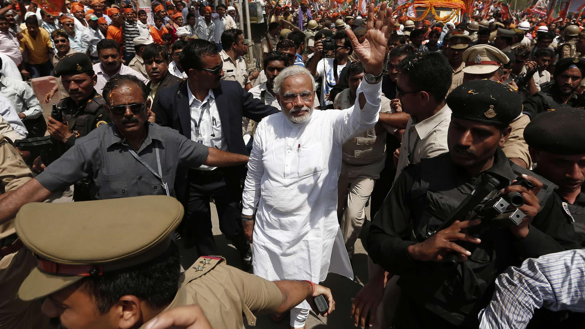 Modi shows political muscle in Indian holy city | Financial Times