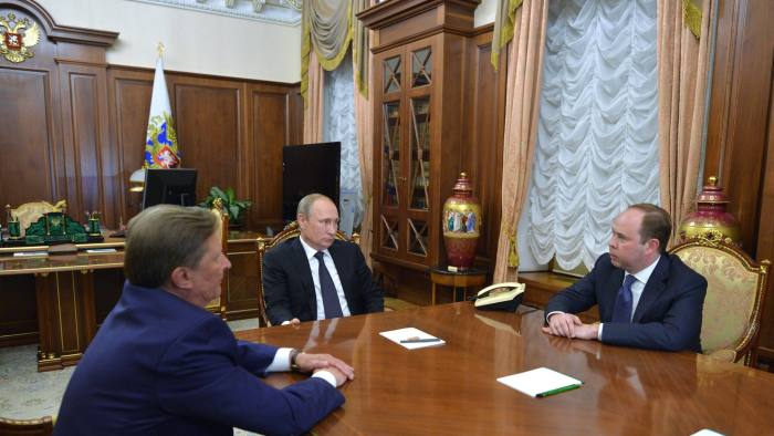 epa05476510 Russian President Vladimir Putin (C) meets in the Kremlin with the newly-appointed Chief of Staff of the Presidential Executive Office Anton Vaino (R), replacing Sergei Ivanov (L), who was appointed Presidential Representative for Environmental Management, Ecology and Transport Sergei Ivanov,Moscow, Russia, 12 August 2016. EPA/ALEXEI DRUZHININ/SPUTNIK/KREMLIN POOL