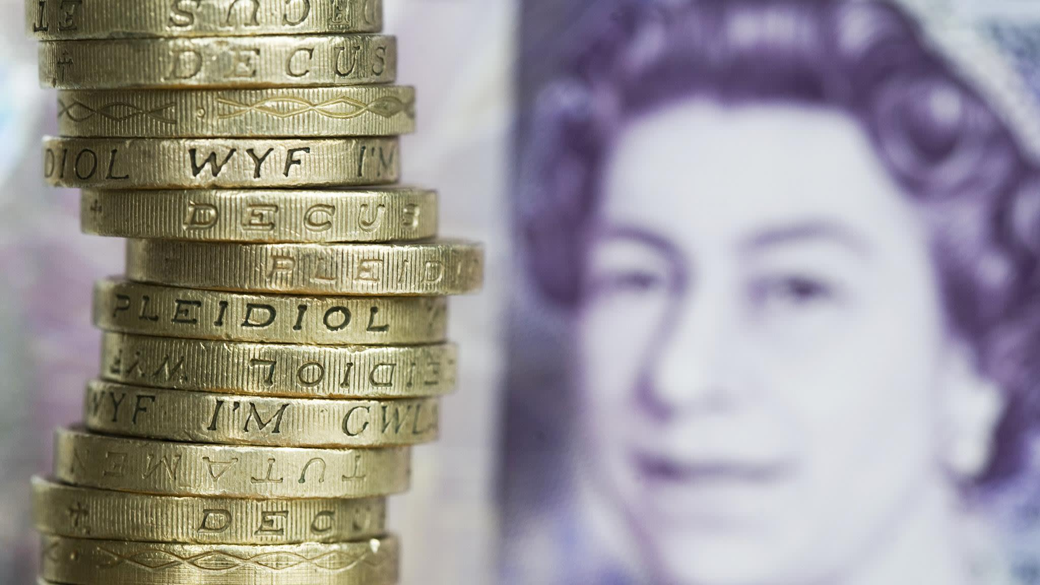 High earners hit hardest in narrowing pay gap   Financial Times