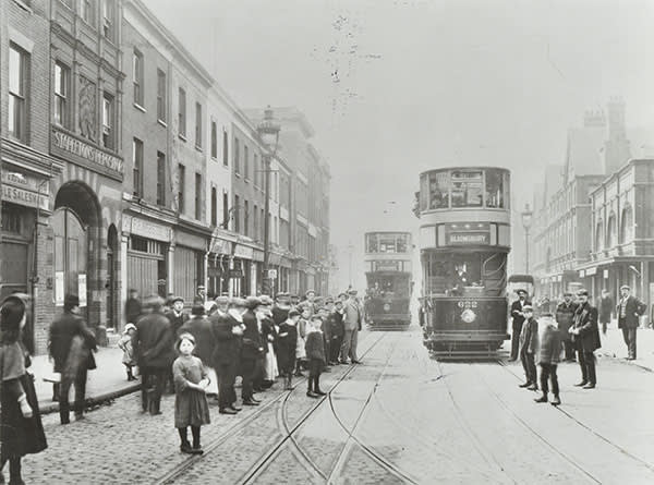 Trams in Commercial Street, 1907