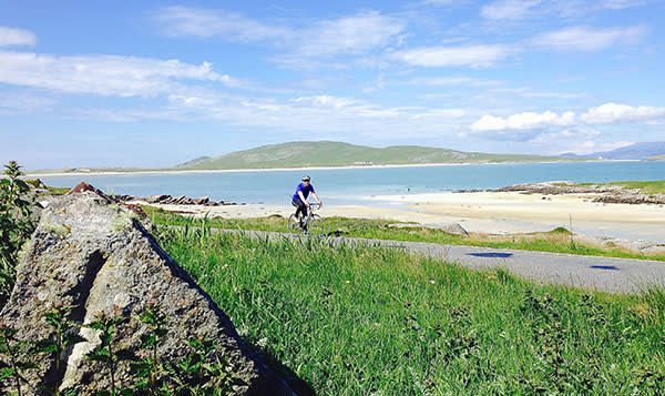 Will Hide cycles past the beach on Barra