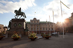 The statue of King Gustav II Adolf outside the ministry