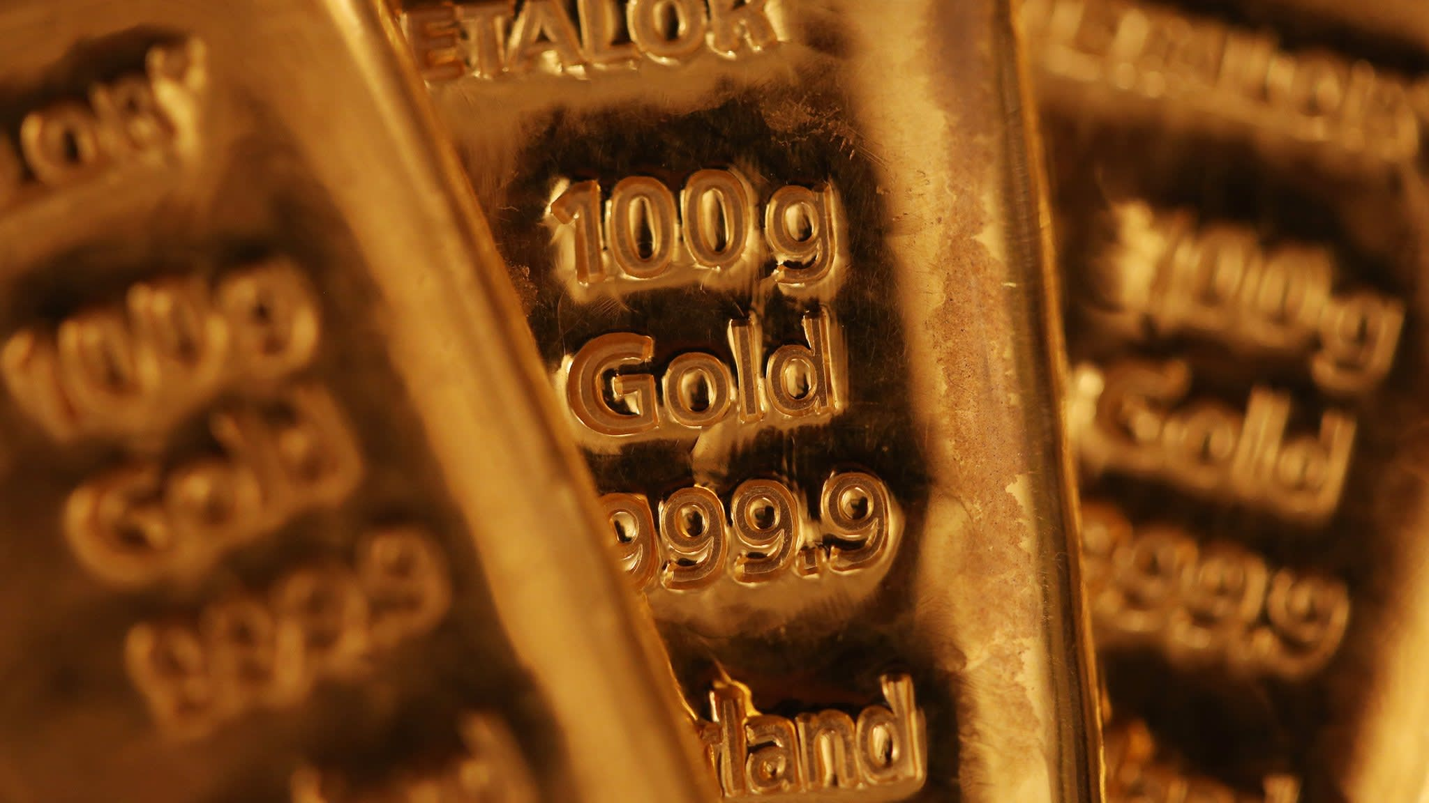 Gold prices retreat as dollar strengthens | Financial Times