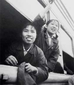 Ma Shangzhu in 1968, aged 18, waving goodbye to her parents