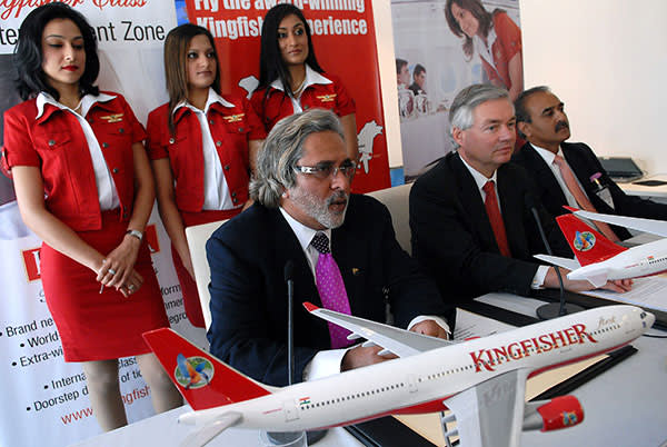 Vijay Mallya announces he will buy 50 Airbus planes for Kingfisher at the Paris International Air Show, June 2007