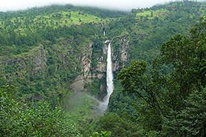 One of the many waterfalls in the Buri Gandaki valley