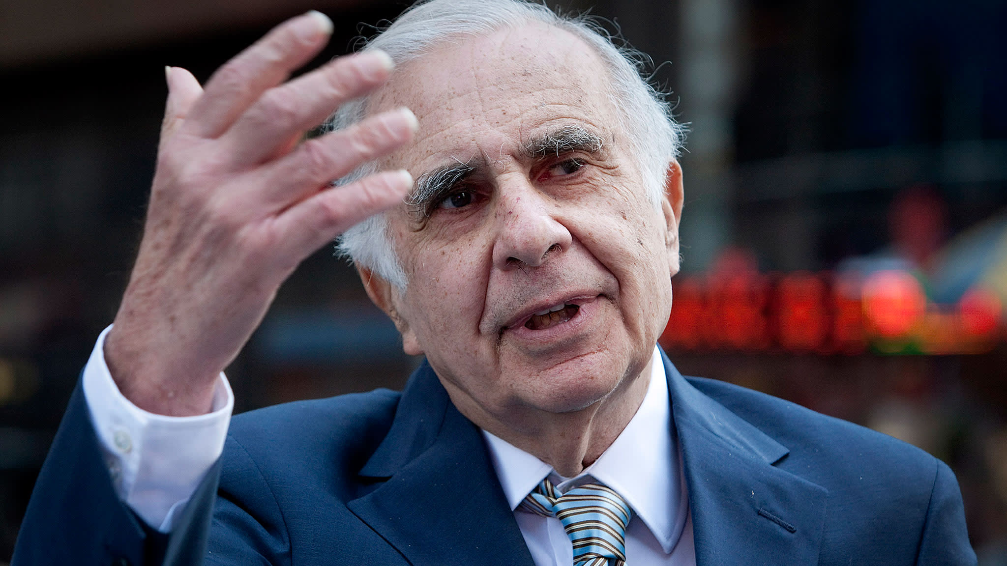 Icahn calls on Apple to step up share buybacks | Financial Times