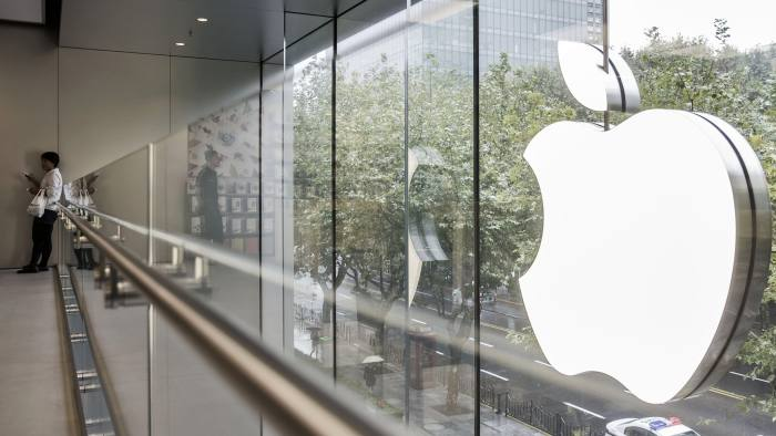 4652e36f7 Apple shares hit new record ahead of quarterly results