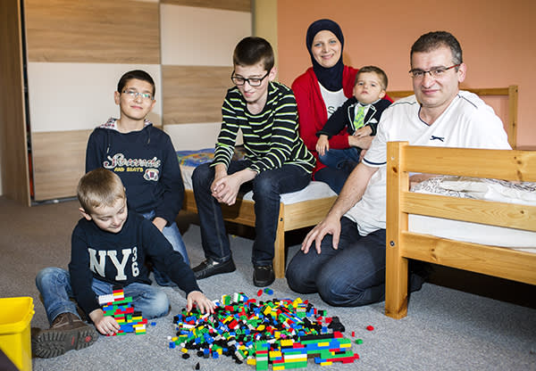 Nazir Wakil, with his wife Heba and their sons, Shadi, Mohanad, Basel and Wael in Frankfurt an der Oder