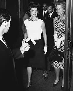 Bunny Mellon with Jackie Kennedy in 1961