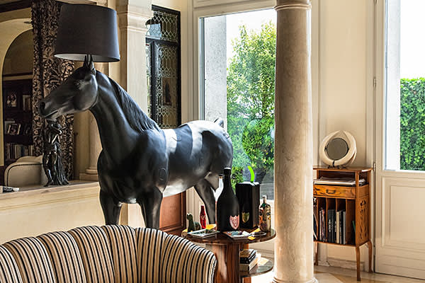 Sitting room with lamp stand in the shape of a life-size horse by designer Moooi