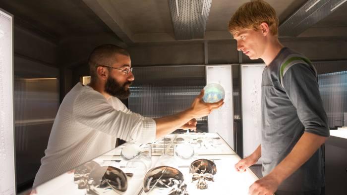 Oscar Isaac and Domhnall Gleeson in 'Ex Machina'