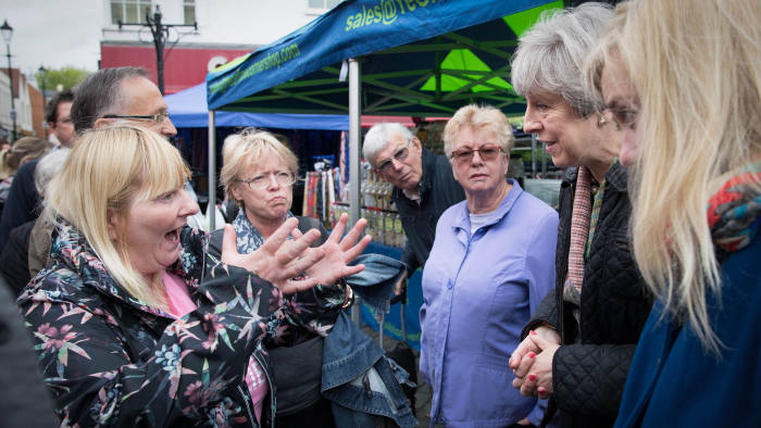 PABEST Prime Minister Theresa May meets Cathy Mohan at Abingdon market in Oxfordshire during an General Election campaign visit. PRESS ASSOCIATION Photo. Picture date: Monday May 15, 2017. See PA story ELECTION stories. Photo credit should read: Stefan Rousseau/PA Wire