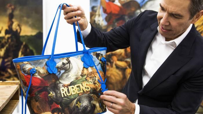 Artist Jeff Koons with his Rubens bag PR SHOT