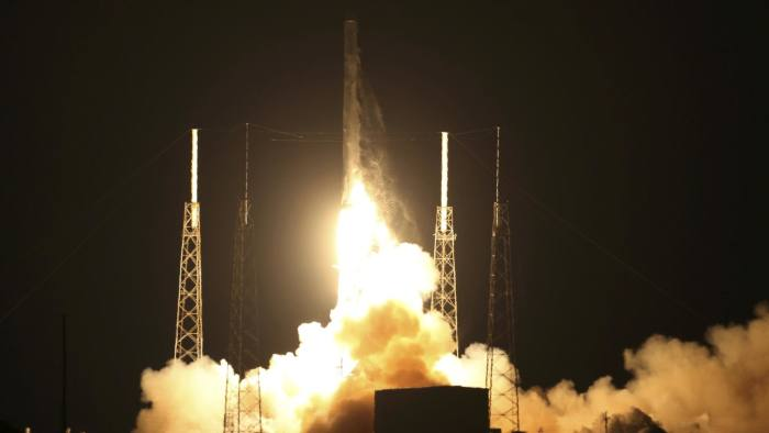 The unmanned Falcon 9 rocket launched by SpaceX on a cargo resupply service mission to the International Space Station lifts off from the Cape Canaveral Air Force Station in Cape Canaveral, Florida, January 10, 2015. REUTERS/Scott Audette (UNITED STATES - Tags: SCIENCE TECHNOLOGY TRANSPORT)