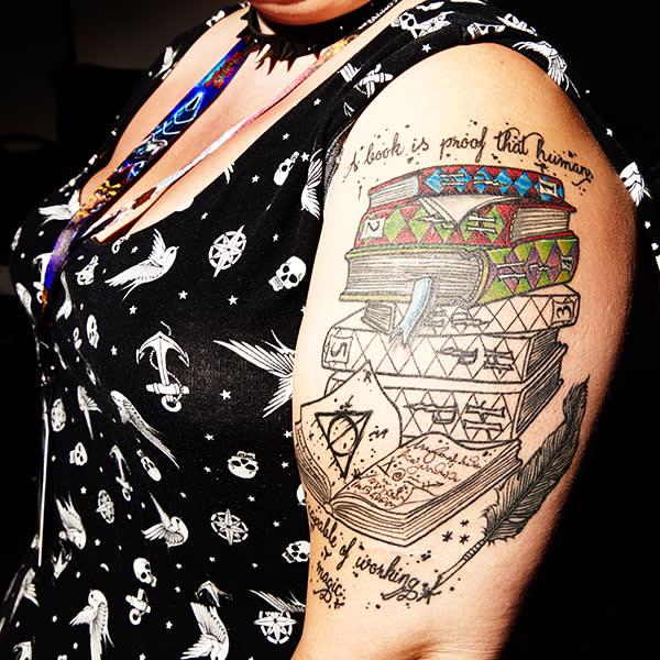 Una fan con un tatuaggio ispirato da Harry Pottter