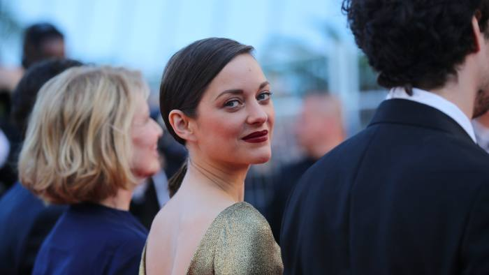 Actress Marion Cotillard poses for photographers upon arrival at the screening of the film Mal De Pierres at the 69th international film festival, Cannes, southern France, Sunday, May 15, 2016. (AP Photo/Thibault Camus)