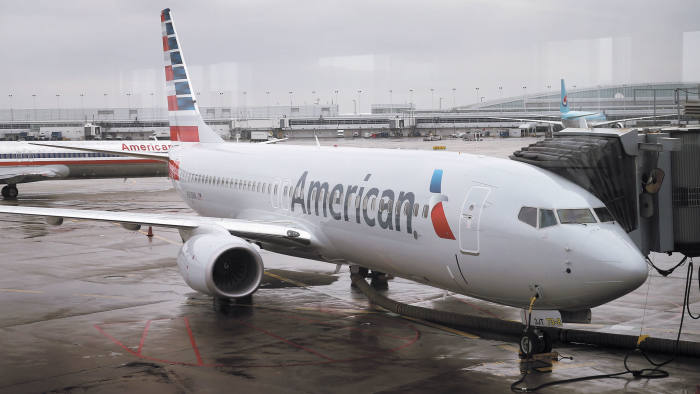 CHICAGO, IL - JANUARY 29: A new American Airlines 737-800 aircraft featuring a new paint job with the company's new logo sits at a gate at O'Hare Airport on January 29, 2013 in Chicago, Illinois. This year, American plans to take delivery of nearly 60 new aircraft featuring the logo and paint. American currently has a fleet of nearly 900 aircraft that fly more than 3,500 daily flights worldwide. (