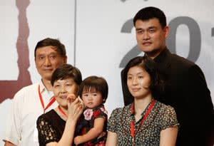 Yao Ming with his family after announcing his NBA retirement
