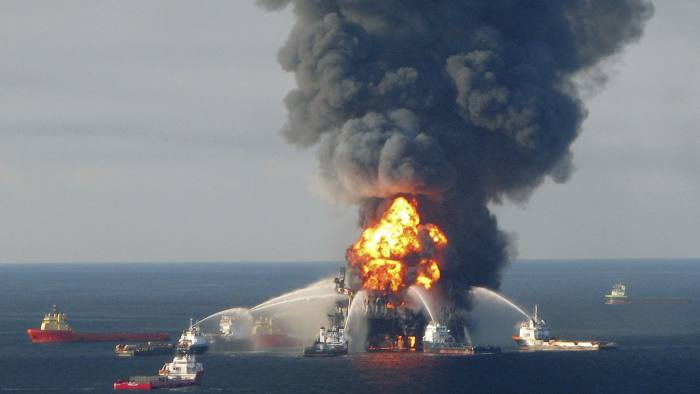 Deepwater Horizon: Christopher Clearfield and András Tilcsik's book provides insights into catastrophic risk