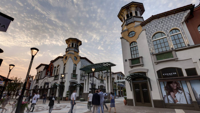 e1cffe8b4ff Luxury outlet shopping villages expand in China