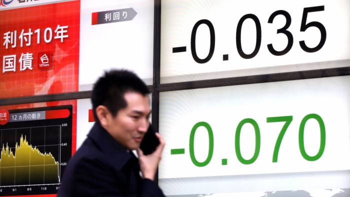 Downward trend: the yield of the Japanese government's 10-year bond has turned negative for the first time